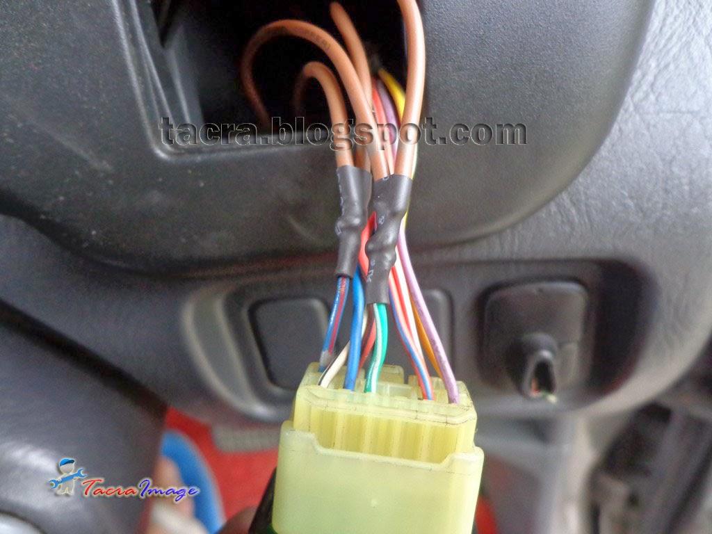 dua wire pada soket suis untuk buka dan tutup side mirror