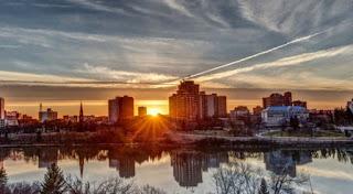 Apus de soare într-un oraș, imagine preluată de pe charismanews.com