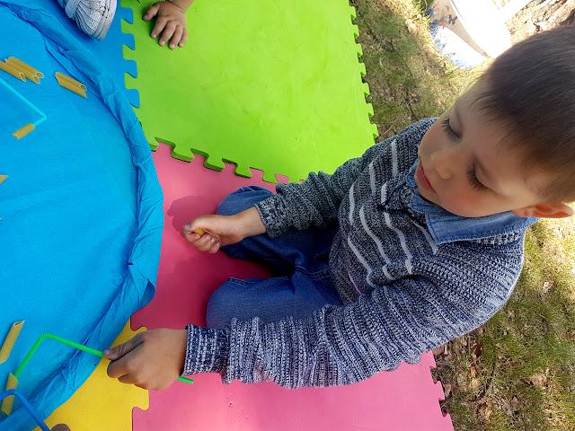 integracja sensoryczna - zabawy sensoryczne - SI - zabawy motoryczne - motoryka mała - ćwiczenia motoryki małej - zaburzenia integracji sensorycznej - gry i zabawy dla dzieci - domowa ścieżka sensoryczna - w co się bawić bez zabawek