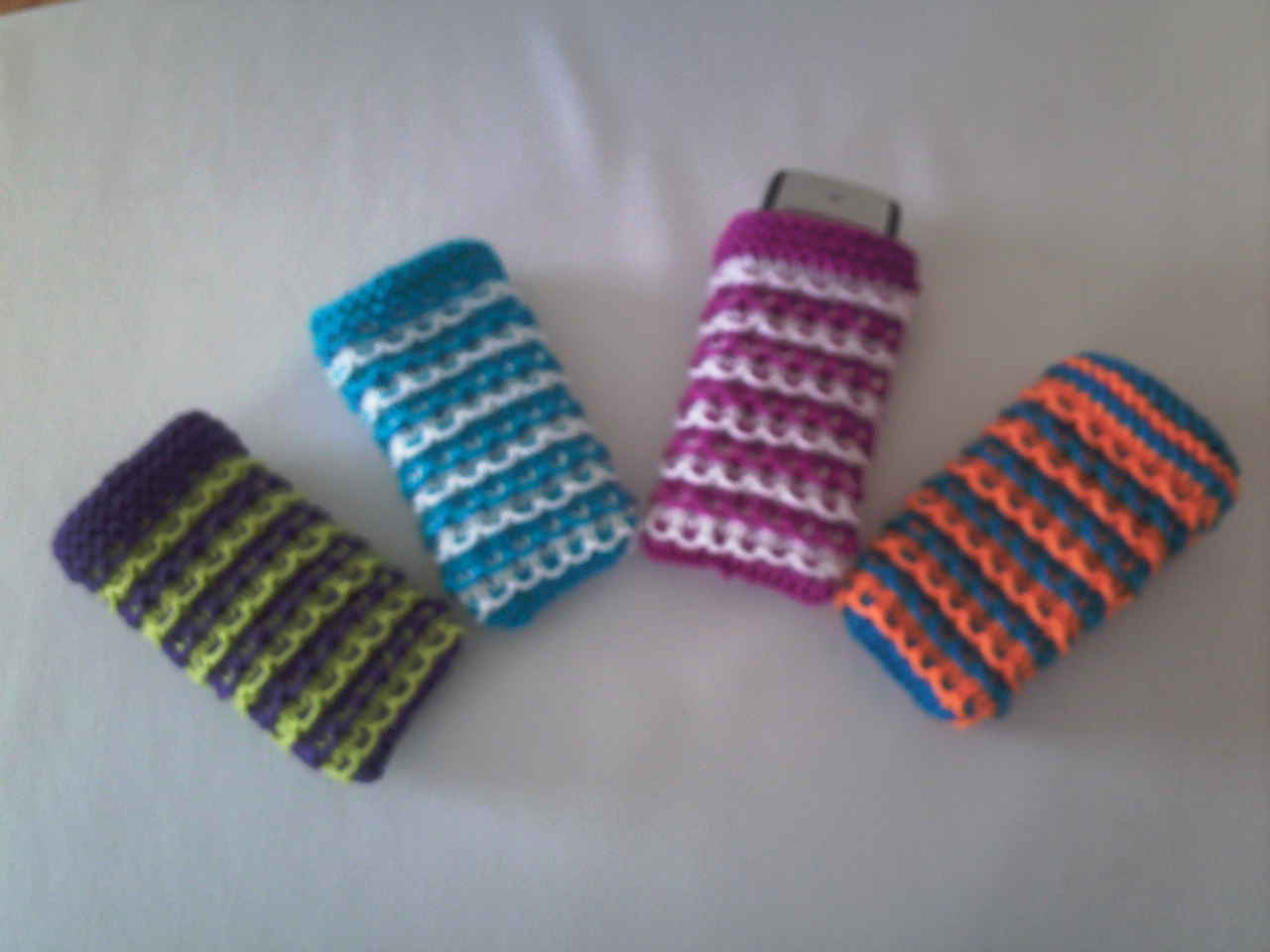 Knit'n'stitch Sue: Mobile phone covers