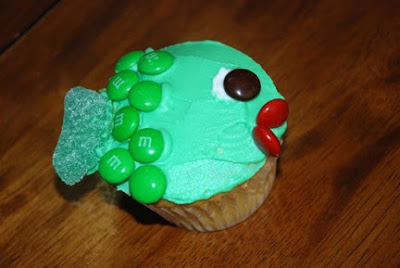 one fish Dr Seuss cupcakes