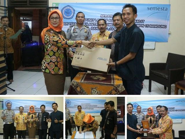 SMPN 15 Bandung Terima Sumbangan Laptop dari Yayasan Filantropi Semesta