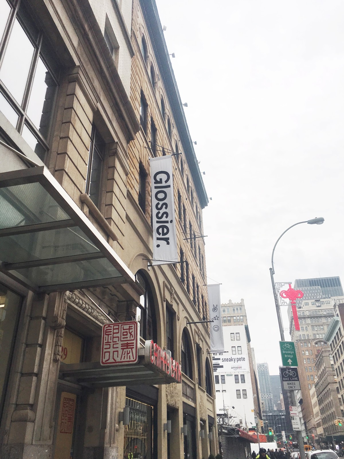 glossier showroom flag, glossier showroom, glossier nyc showrom