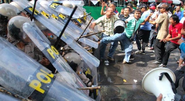 AGEN BOLA - Polres Karawang Tangkap 14 Orang Yang Terlibat Bentrok Di Kab.Karawang