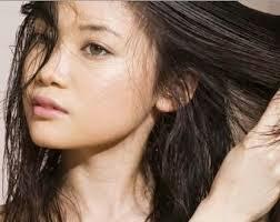 tips cara mengatasi rambut berminyak dan lepek