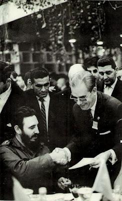 El ajedrecista Antonio Medina con Fidel Castro