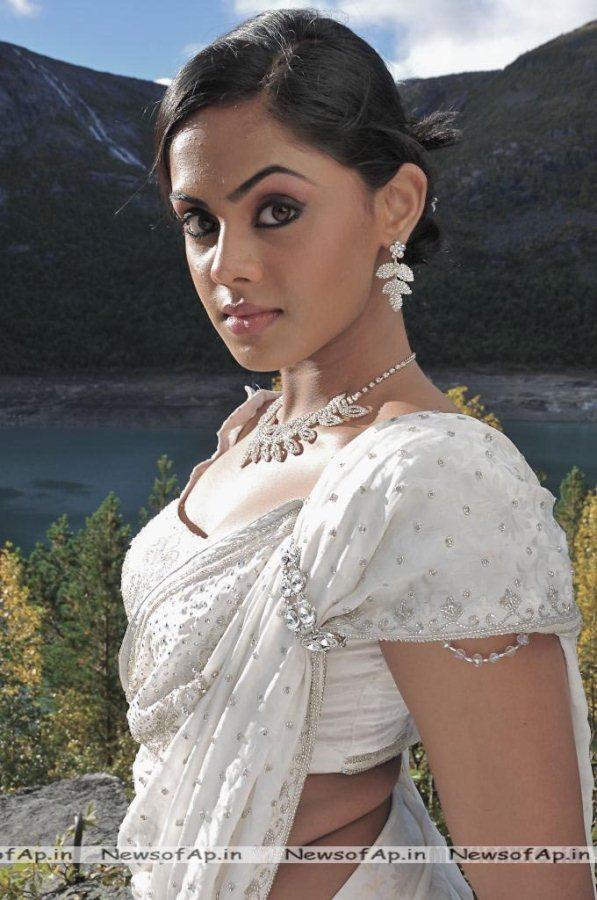 Karthika nair in ko movie.2