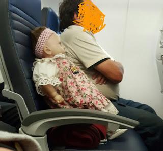 Boneka misterius di pesawat