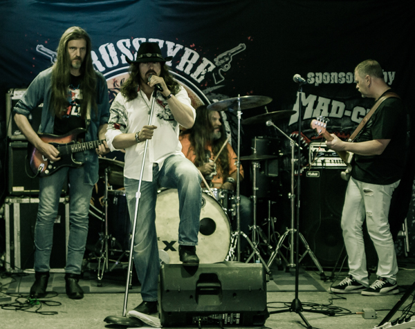 crossfyre bändi kokoonpano laulaja
