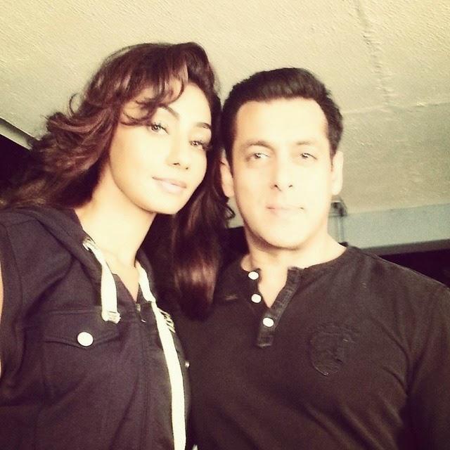 dashing , @beingsalmankhan with stunning , mahek chahal ,   bigg boss 8 , bollywood actors , salman khan , finale kat wist , colors tv , luv you salman khan ,, Hot HD Images Of Mahek Chahal
