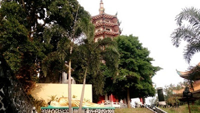 patung budha tidur pagoda avalokitesvara watugong semarang