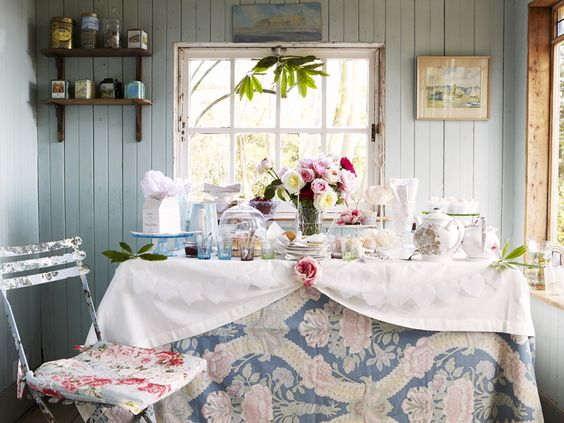 Pot Girl Wallpaper Hydrangea Hill Cottage Alexandra Stoddard