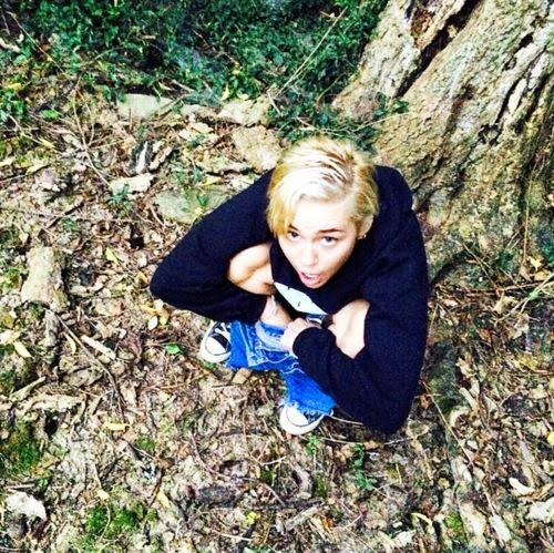 Miley Cyrus shows up peeing in the forest