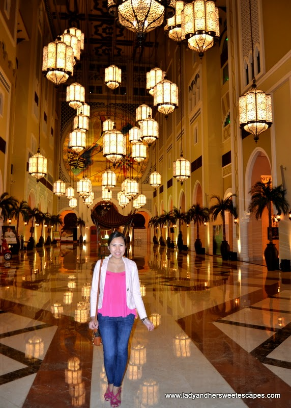 Lady at Movenpick Hotel Ibn Battuta Gate