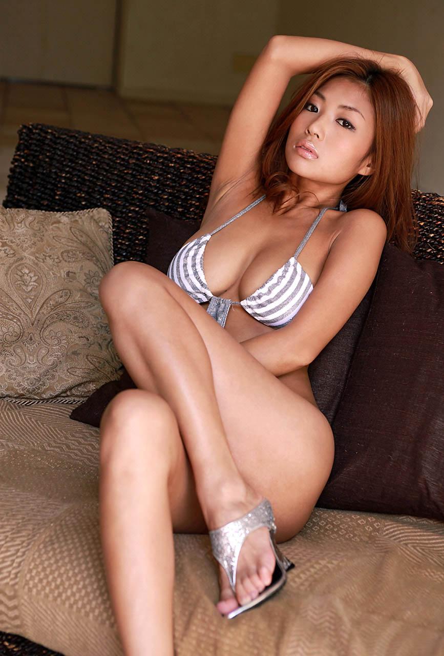 kana tsugihara sexy bikini pics 04