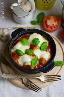 Gnocchi szpinakowe zapiekane w sosie pomidorowym z mozzarellą