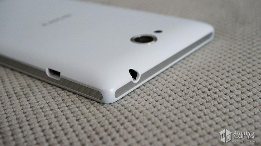 On hand the actual picture of the Sony Xperia C phones ...