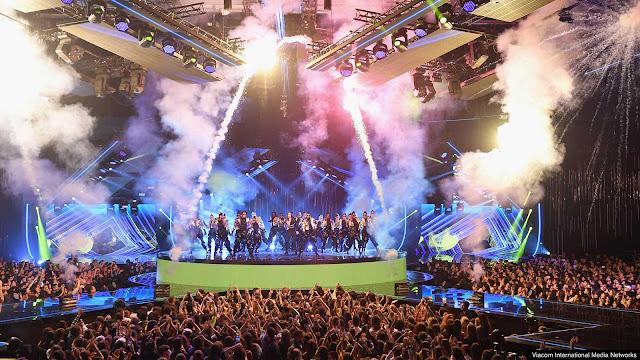 Actuación en el programa televisado desde la feria de muestras