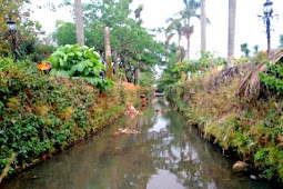 Membersihkan Sungai Itu Tidak Mudah dan Makan Biaya, Jadi Janganlah Membuang Sampah Seenaknya Kesana