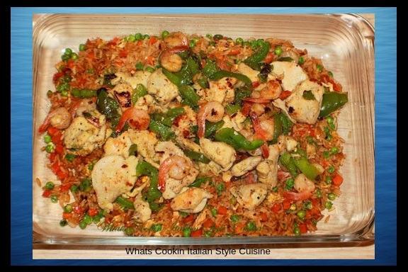 This is an easy recipe on how to make a quick stir fried rice using simple pantry ingredients. This one has instant rice, eggs, peppers, shrimp chicken , peas and carrots. All in a oven proof glass baking dish.
