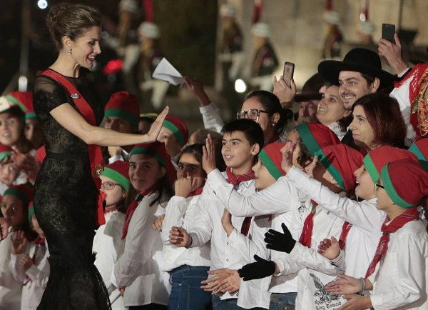 Queen Letizia wore Carolina Herrera Short Sleeve Tiered Lace Evening Gown. Queen Letizia visit Portugal.