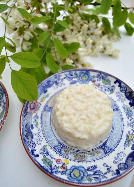 Riz au lait parfumé aux fleurs d'acacia