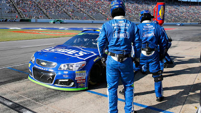 Jimmie Johnson Will Arrive At Phoenix Raceway In A Must-Win Situation