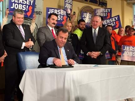 NJ Gov. Christie signs $400M transportation spending bill