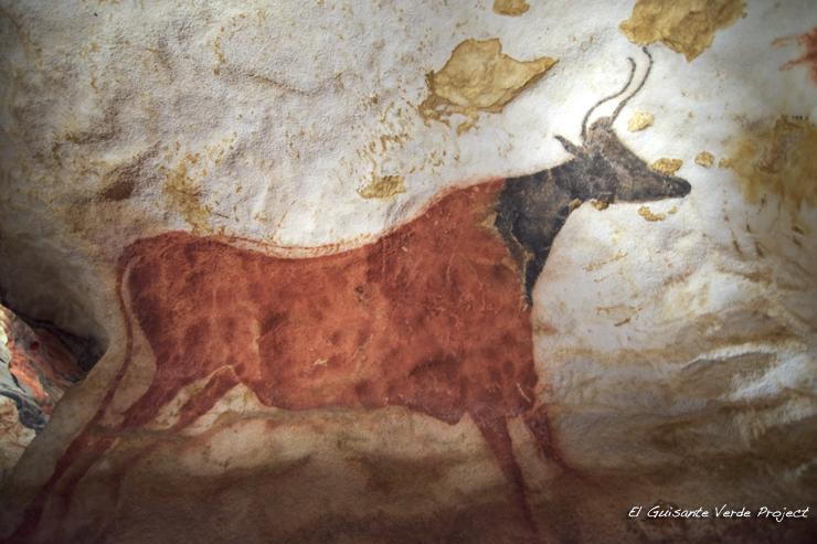 Toro Rojo, Lascaux IV - Montignac, Francia por El Guisante Verde Project
