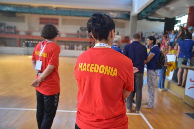 Spielabbruch gegen Mazedonien: Griechenlands Präsident zeichnet Handballerinnen aus
