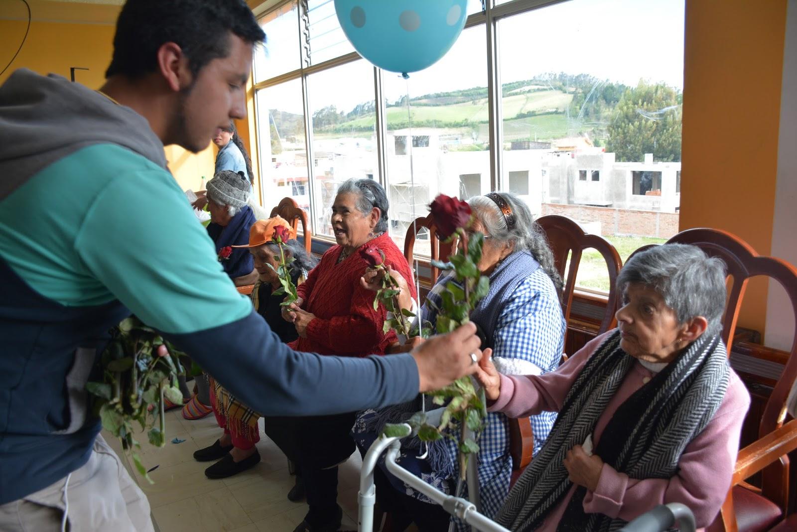 Carchialinstante estudiantes de la upec visitan el asilo for Asilos para ancianos