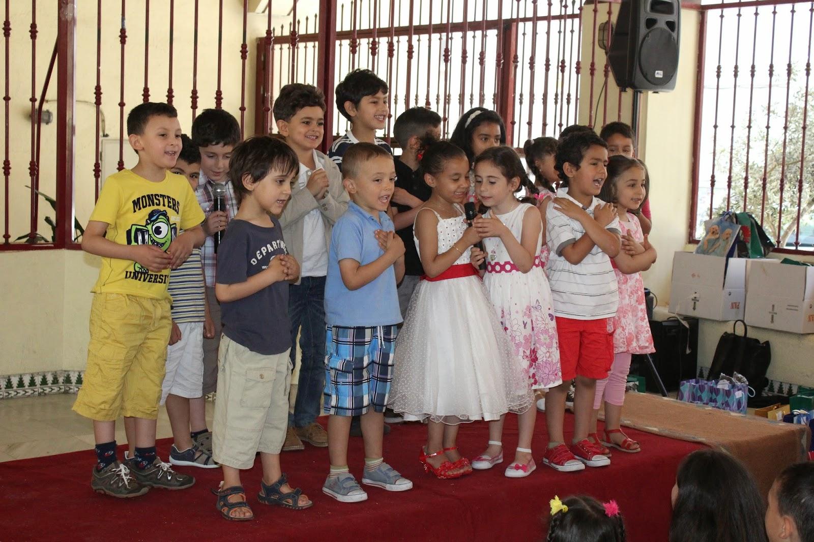 En Un Ambiente Lleno De Alegria Y Felicidad Los Invitados Compartieron Unos Aperitivos Ofrecidos Por Los Jovenes De La Mezquita A Todos Los Presentes