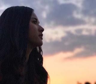 Adinda Azani Foto Senja