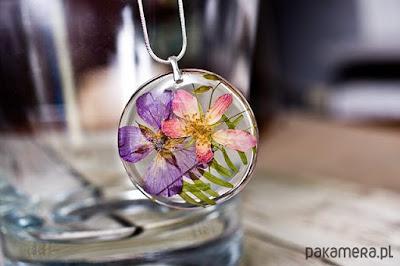 kwiatowy naszyjnik biżuteria z żywicy biżuteria na wiosnę 2016 motyw kwiatowy