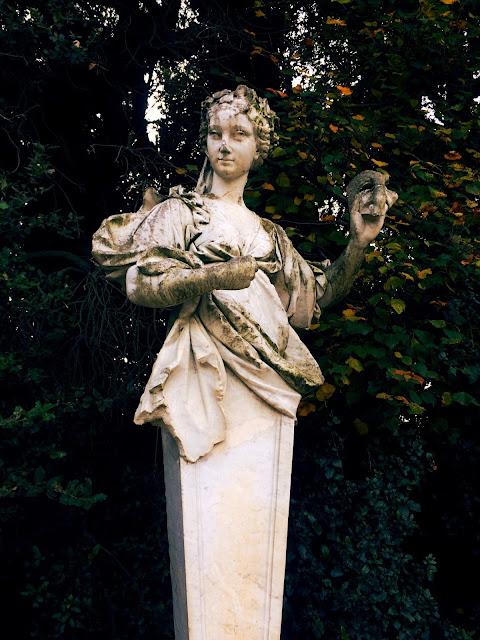 statue-reggia-caserta