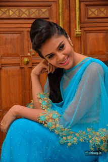 Anchor-Srimukhi-Latest-Photoshoot-in-Blue-Dress