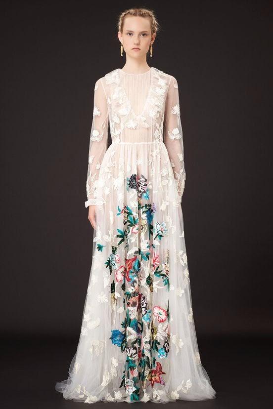 vestido de noiva com estampa florida no centro