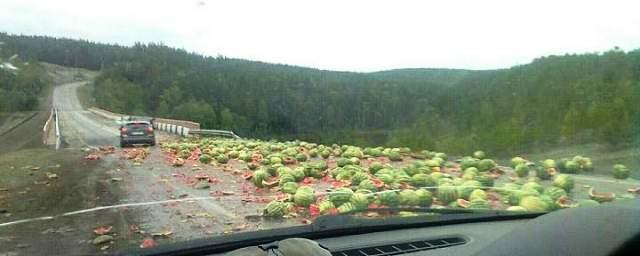 В Башкирии перевернулся грузовик с арбузами