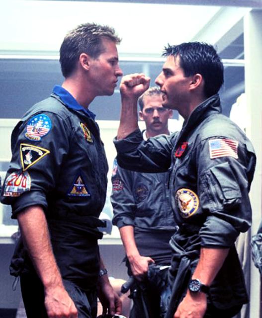 Val Kilmer (Iceman) şi Tom Cruise (Maverick) în Top Gun