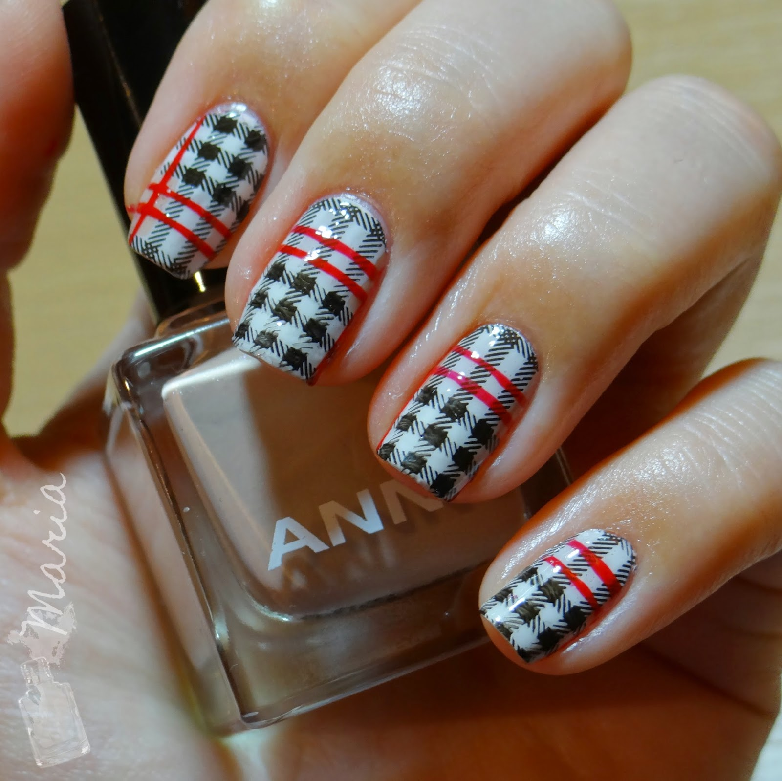 http://rainpow-nails.blogspot.de/2014/11/inspired-by-fabric-kind-of-burberryish.html