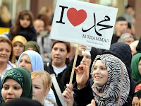 """Komunitas Muslim"" Sekular Austria Bela Larangan Hijab"