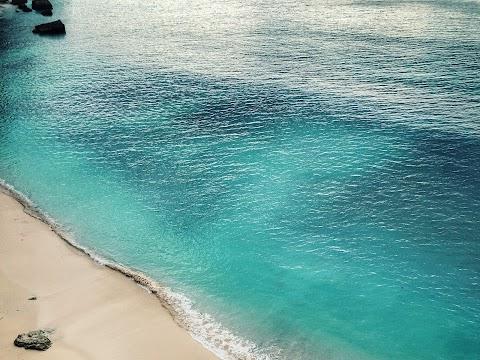 Pantai Tersembunyi di Jawa Tengah yang Wajib Dikunjungi