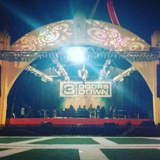 universal studios florida mardi gras 2016, 3 Doors Down Band