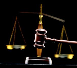 Penggolongan Hukum menurut Cara Mempertahankannya, Pembagian Hukum menurut Cara Mempertahankannya,
