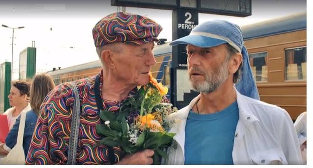 Евгений Евтушенко и Михаил Задорнов в Риге на Центральном ж/д вокзале