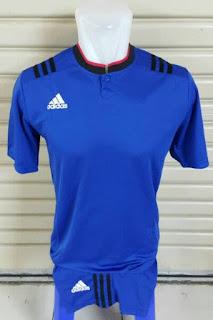 gamabr desain terbaru musim depan phoro kamera Jersey setelan futsal Adidas retro kerah Shanghai warna biru di enkosa sport toko online jersey teprercaya