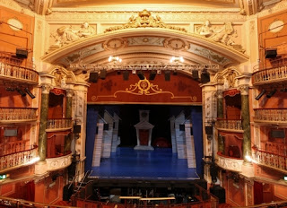 what does a proscenium stage look like