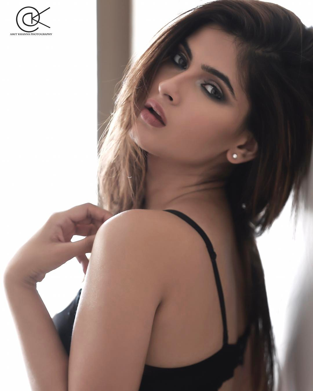Karishma Sharma Looks Sizzling Hot In These Latest -1046