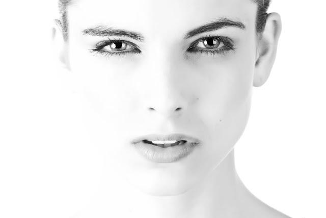 Kenapa Pakai Makeup Fake Sangat Bahaya?