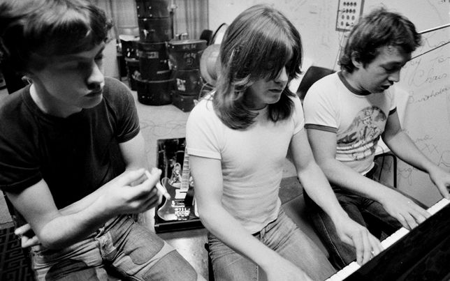 Hermanos Young AC/DC